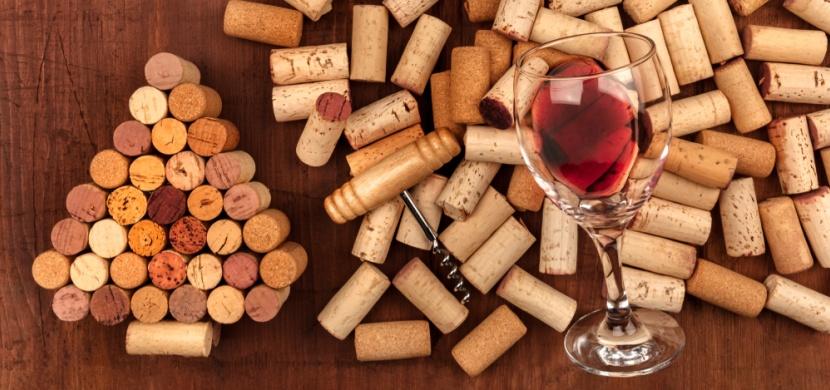 Vzkaz pro milovníky vína: Korkové zátky nikdy nevyhazujte, raději je využijte k dekoraci interiéru