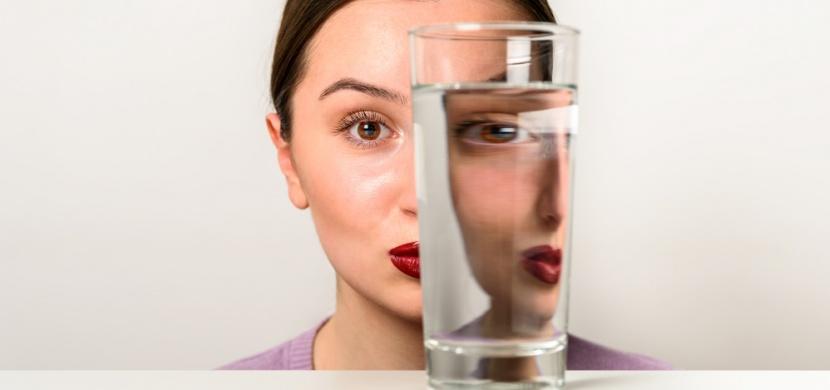 Ve které z těchto sklenic je nejvíc vody? Hádanka, na kterou si troufnou jen ti nejodvážnější