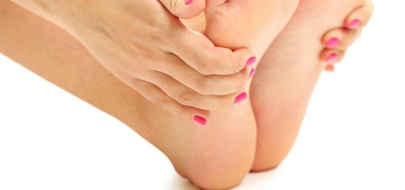 Jak léčit popraskané paty? Ošetřete je tím, co máte doma