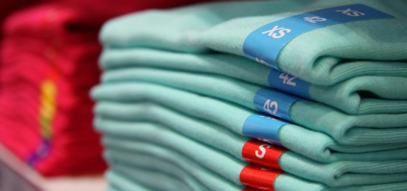 Zmatky kolem číslování velikostí oblečení: Proč nám sedí různé konfekční velikosti?