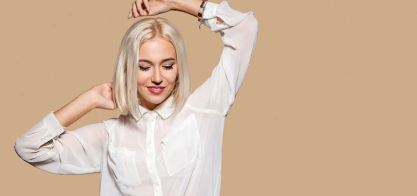 Jak nosit bílou košili, abyste pokaždé vypadala jinak? Víme, jak na to