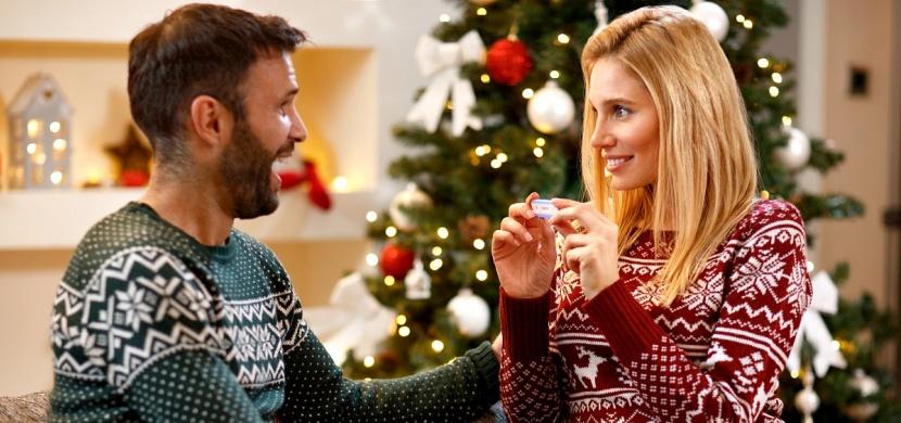 Jak originálně oznámit těhotenství? Připravte nejbližším ten nejkrásnější vánoční dárek