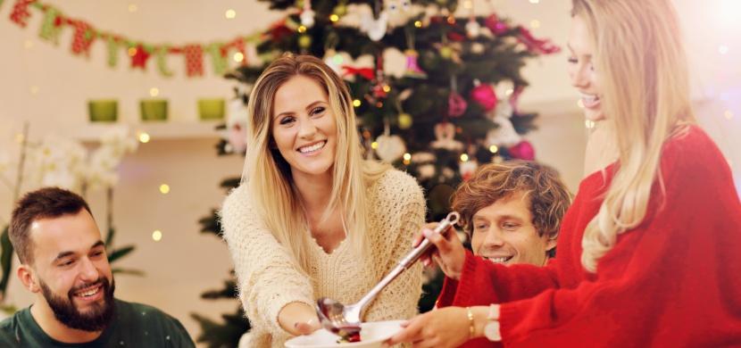 Vánoční přejídání: Jak se mu vyhnout a užít si svátky bez výčitek?