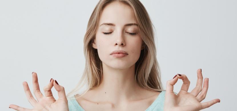 Obličejová jóga: Cvičení, díky kterému dáte vráskám sbohem