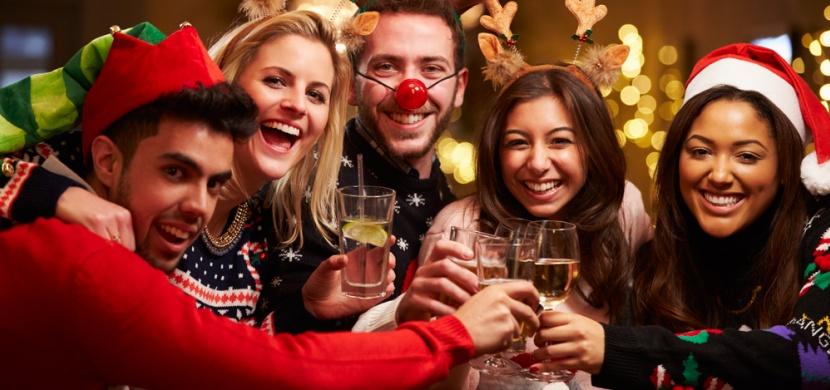 Doba vánočních večírků je tu! Jak se na nich chovat, abyste si neutrhli pořádnou ostudu?