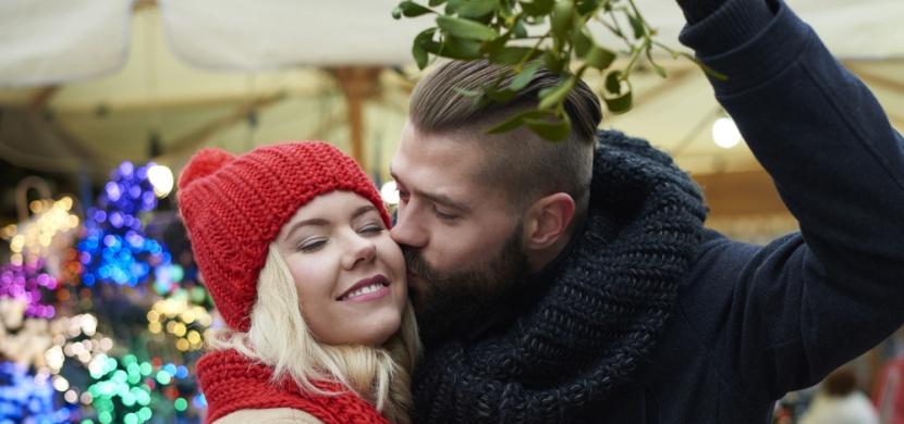Vánoční zvyky pro nezadané: Věštby a kouzla vám řeknou, co vás čeká v příštím roce