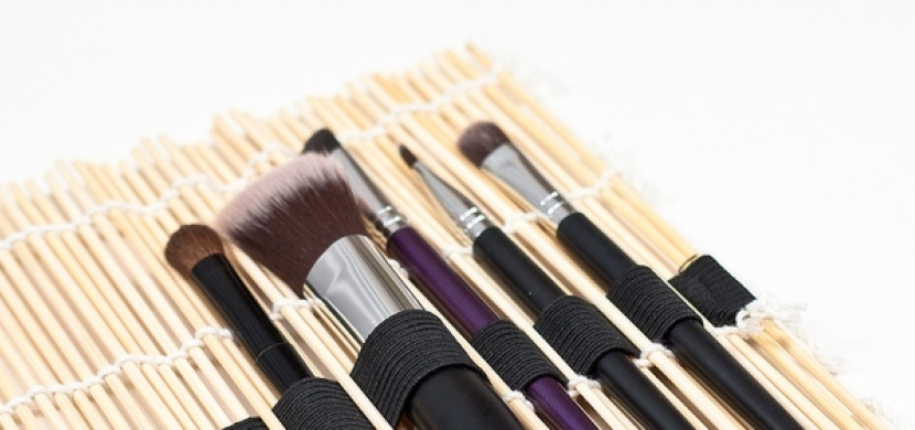 Vyrobte si organizér na kosmetické štětce: Zn. snadno, rychle a levně