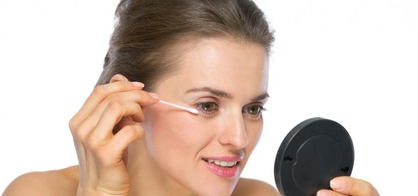Plastové tyčinky do uší hlásí konec: Pro úpravu make-upu použijte jejich eko varianty