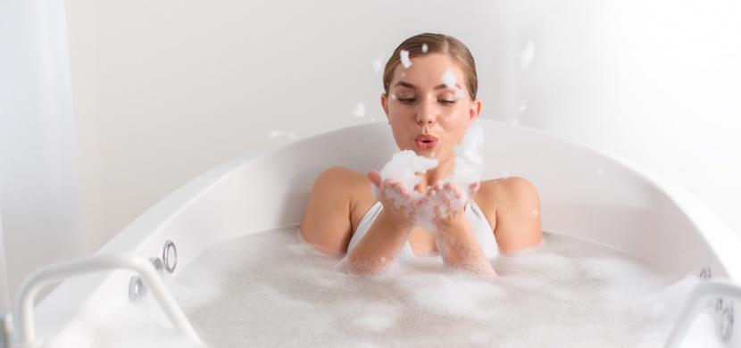 Milujete příliš horkou koupel? I když je to relax, ničíte si zdraví