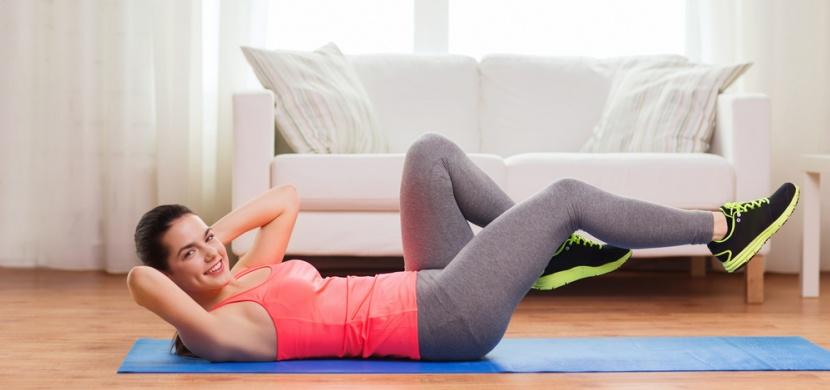 6 nejúčinnějších cviků na ploché břicho a boky bez faldíků: Za 10 minut máte hotovo
