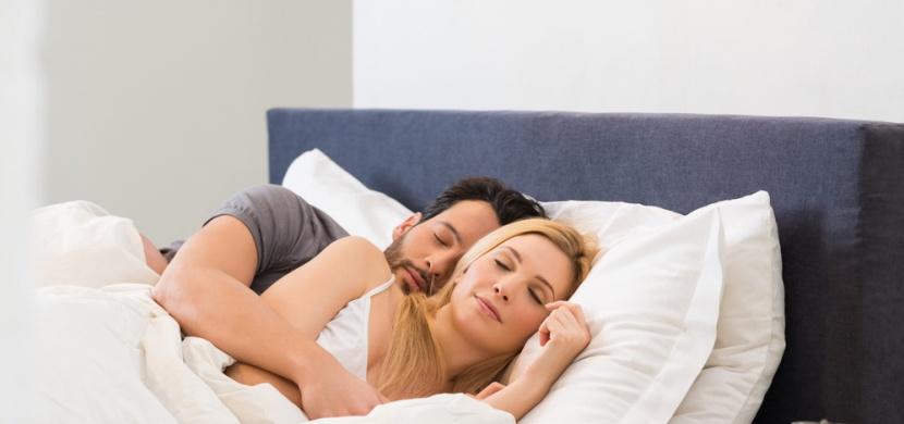 11 partnerských poloh ve spánku: Co všechno řeknou o kvalitě vašeho vztahu?