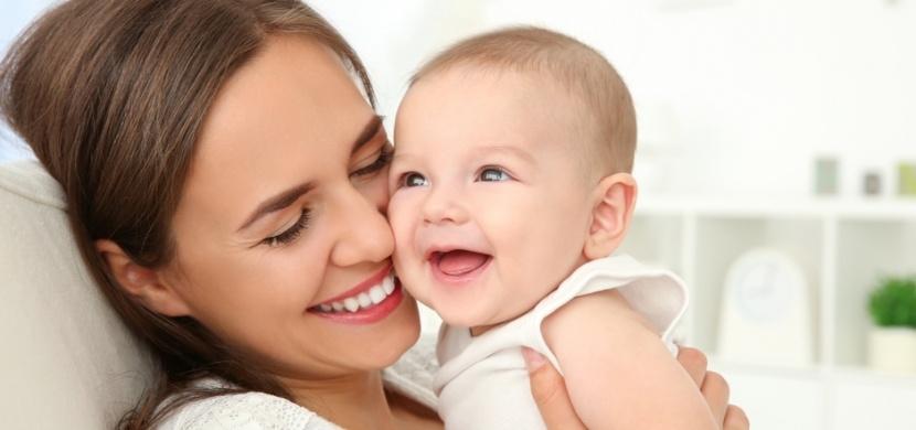 Změna hlasu, úzkost i manažerské schopnosti: Ženy se po porodu mění fyzicky i psychicky