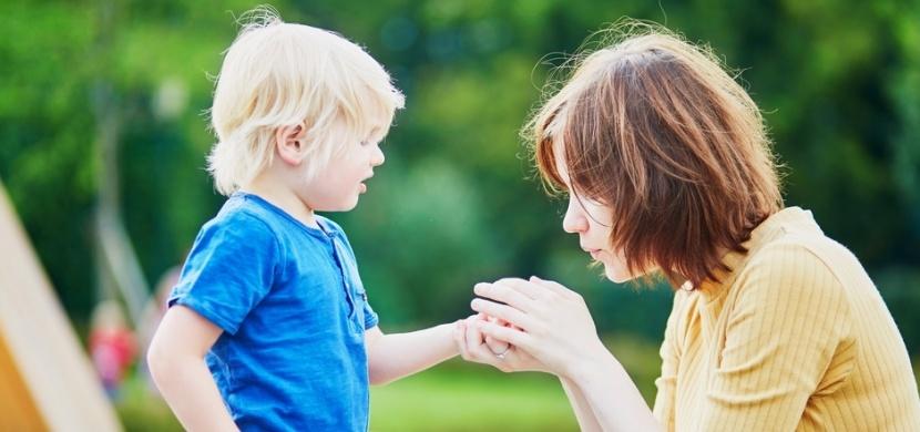 Maminka geniálně využívá stříkačku od Nurofenu: S její pomocí vytahuje dětem třísky