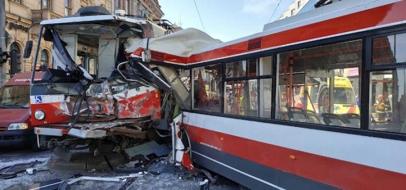 Video ze srážky trolejbusu a tramvaje v Brně: Za nehodu mohla technická závada