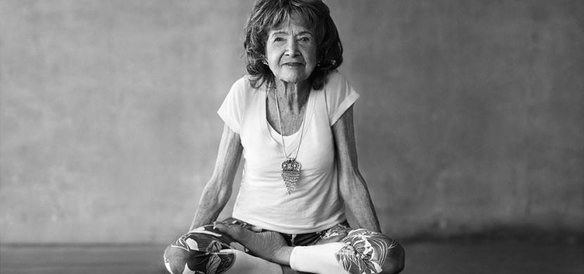 Nejstarší instruktorka jógy oslavila 100 let: Na svůj věk se rozhodně neohlíží