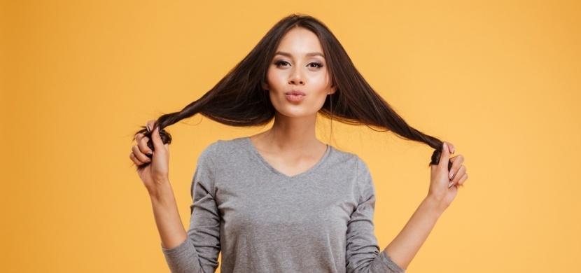 Z dlouhých vlasů krátké: Díky tomuto triku to zvládnete bez stříhání