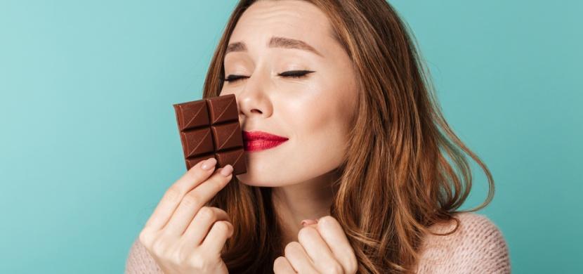 Proč tak zbožňujeme vůni čokolády? Její chemické složení se podobá růžím