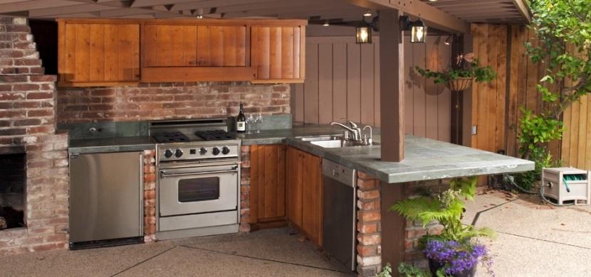 Letní kuchyně na zahradě: Proměňte svůj sen ve skutečnost