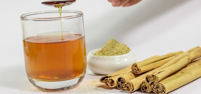 Zázračný nápoj z medu, skořice a vody: Pomáhá při hubnutí a zbaví vás únavy