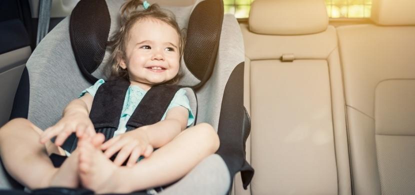 Šikovná australská maminka šije návleky na bezpečnostní pásy: Její geniální nápad může zachránit život i vašemu dítěti