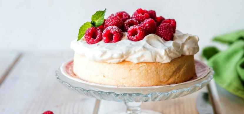 Osvěžující letní dort plný ovoce