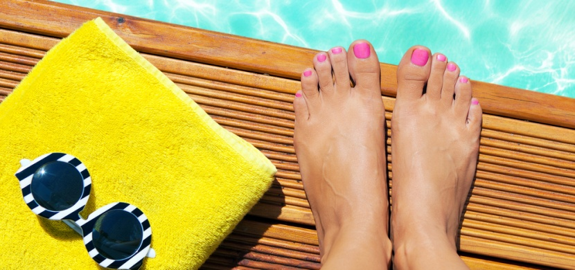 Trendy v pedikúře pro letošní léto: Ukažte své nohy v sandálkách a překvapte stylově upravenými nehty