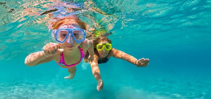 Víte, co dělat, když se v moři dostanete do zpětného proudu? Tato znalost vám může během letní dovolené zachránit život