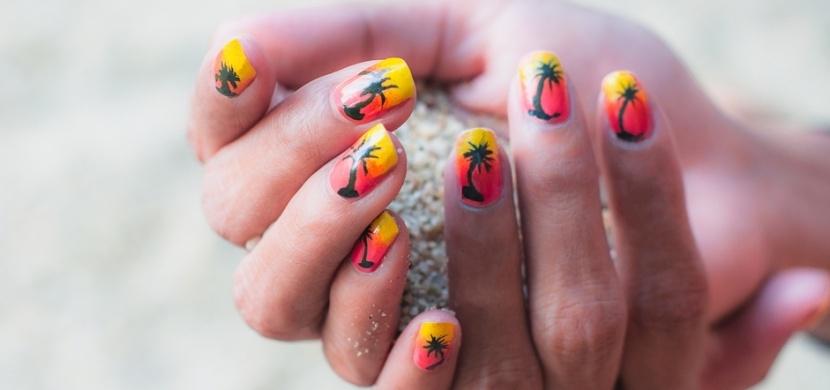 Nehtové trendy pro letošní léto: Top jsou tropické motivy jako palmy, meloun nebo plameňák