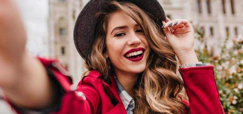 Kdo ovlivňuje naše vnímání krásy? Sociální sítě i výrobci oblečení