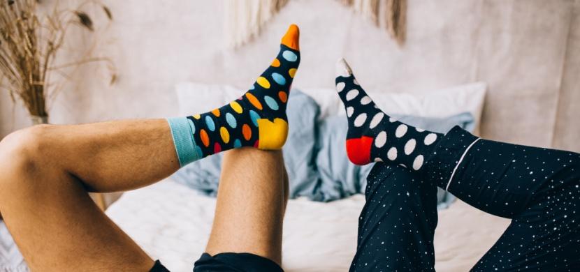 Co s lichými ponožkami, které nemáte do páru? Využijte je jako prachovku nebo chránič hrnečku