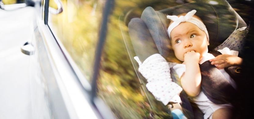 Maminka omylem zamkla malou dcerku v rozpáleném autě: Svým příběhem varuje další nepozorné rodiče