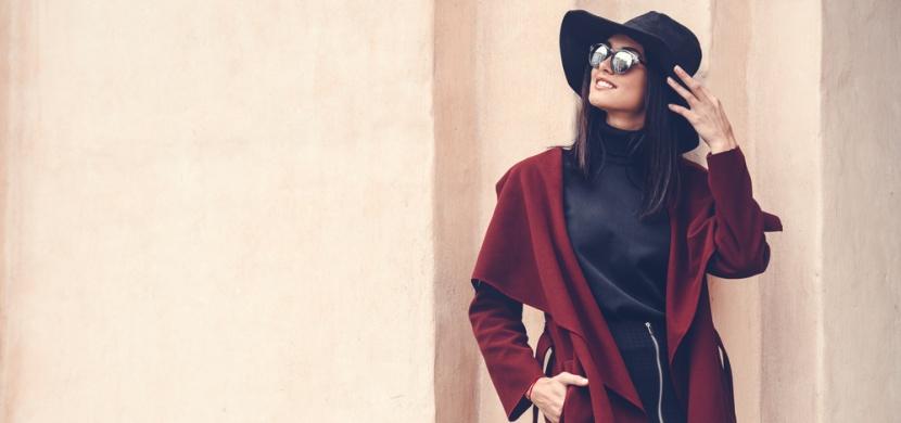 Trendy dámské kabáty, které vévodí letošnímu podzimu: Na sklonku roku 2019 se oblečte do trenčkotu, peleríny i kůže