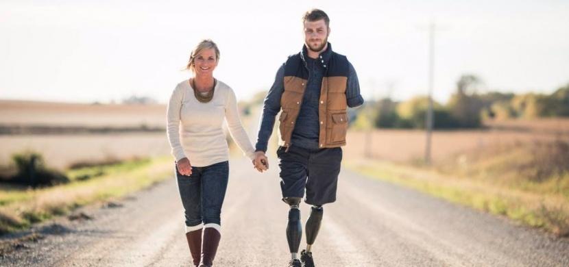Láska Taylora a Danielle Morrisových je inspirací pro nás všechny: Danielle si vzala Taylora dva roky poté, co v Afghanistánu přišel o všechny končetiny