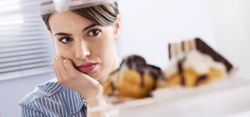 Jak zastavit noční hlad? Odhalte pravou příčinu svého přejídání