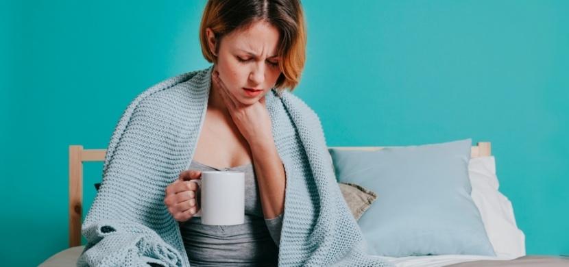 První pomoc při bolesti v krku: Počáteční příznaky zaléčíte česnekem, hřebíčkem a Priessnitzovým obkladem