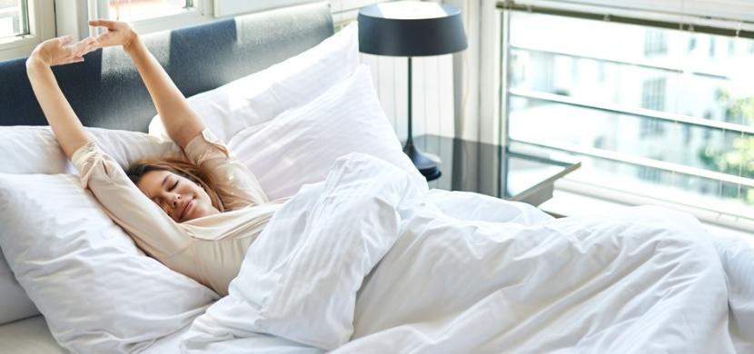 Jak si zpříjemnit ranní vstávání? Změňte melodii svého budíku a snídani si chystejte den předem