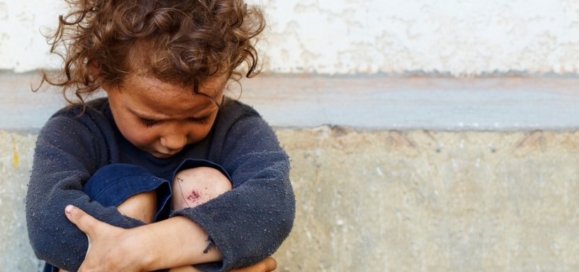 Chlapec z Irska večeřel na kartonové krabici mezi bezdomovci: Jeho fotka dojala čtvrt milionu lidí