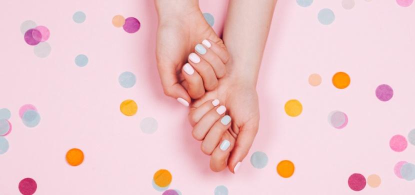 Péče o přírodní nehty po sundání gelovek: Dopřejte si zpevňovací kúru a dopujte se vitaminy a minerály