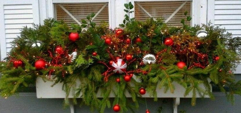 Vánoční truhlíky do oken: Sváteční dekorace, která nesmí chybět ani vašemu domu