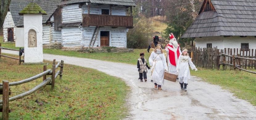 Jak se slaví Mikuláš v Evropě? V Rakousku jej doprovází Krampus, v Belgii pak Černý Petr