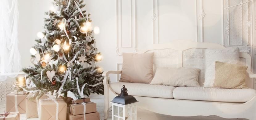 Vánoce 2019 přinášejí nové trendy: Hitem jsou přírodní dekorace a bílá barva