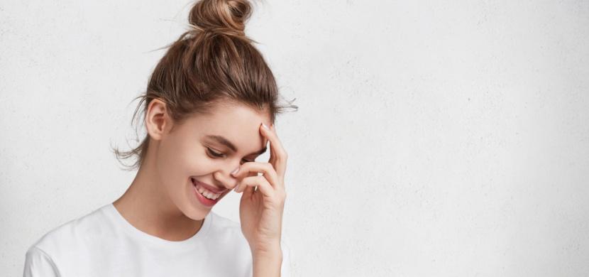 Zrádné komplimenty: Jak je přijímat, a přitom se nestydět