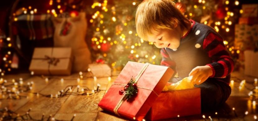 Vánoční dárky, které jsme dostávali za socialismu: Milovali jsme Mončičáky i retro sadu kadeřnice