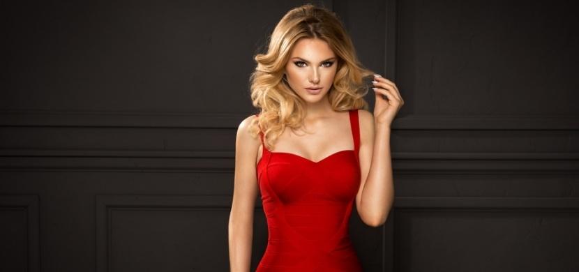 Červené plesové šaty jsou nadčasovou záležitostí: Oblékněte se hned do několika odstínů