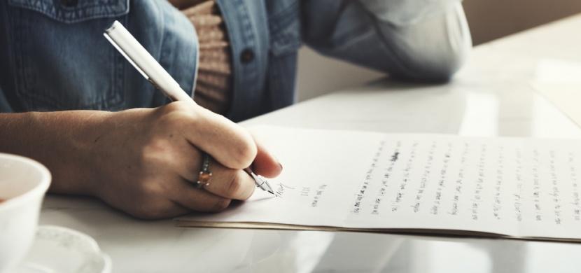 Jak si psát deník a zůstat u toho co nejdéle: Denně vám stačí jedna věta, kromě tužky a papíru zkuste chytrou aplikaci