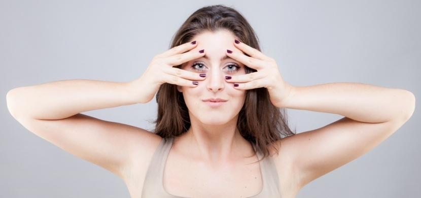 Obličejová jóga: Domácí lifting, který vyhlazuje vrásky