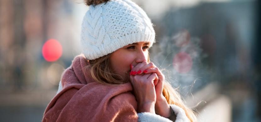 Je vám často zima? Za vaši zimomřivost může nedostatek tekutin i nízký tlak