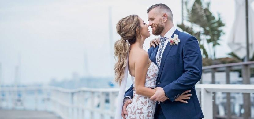 Nevěsta Elizabeth Shoesmithová dojala na svatbě svého neslyšícího partnera: Lovesong od Christiny Perri pro něj přeložila do znakové řeči