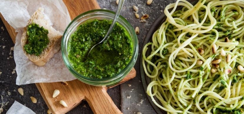 Pesto z medvědího česneku chutná v pomazánkách i s těstovinami