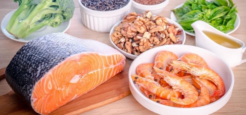 Doplňte vitamin D a jezte potraviny s obsahem omega-3.Toto preventivní opatření vás ochrání před těžším průběhem koronavirové nákazy